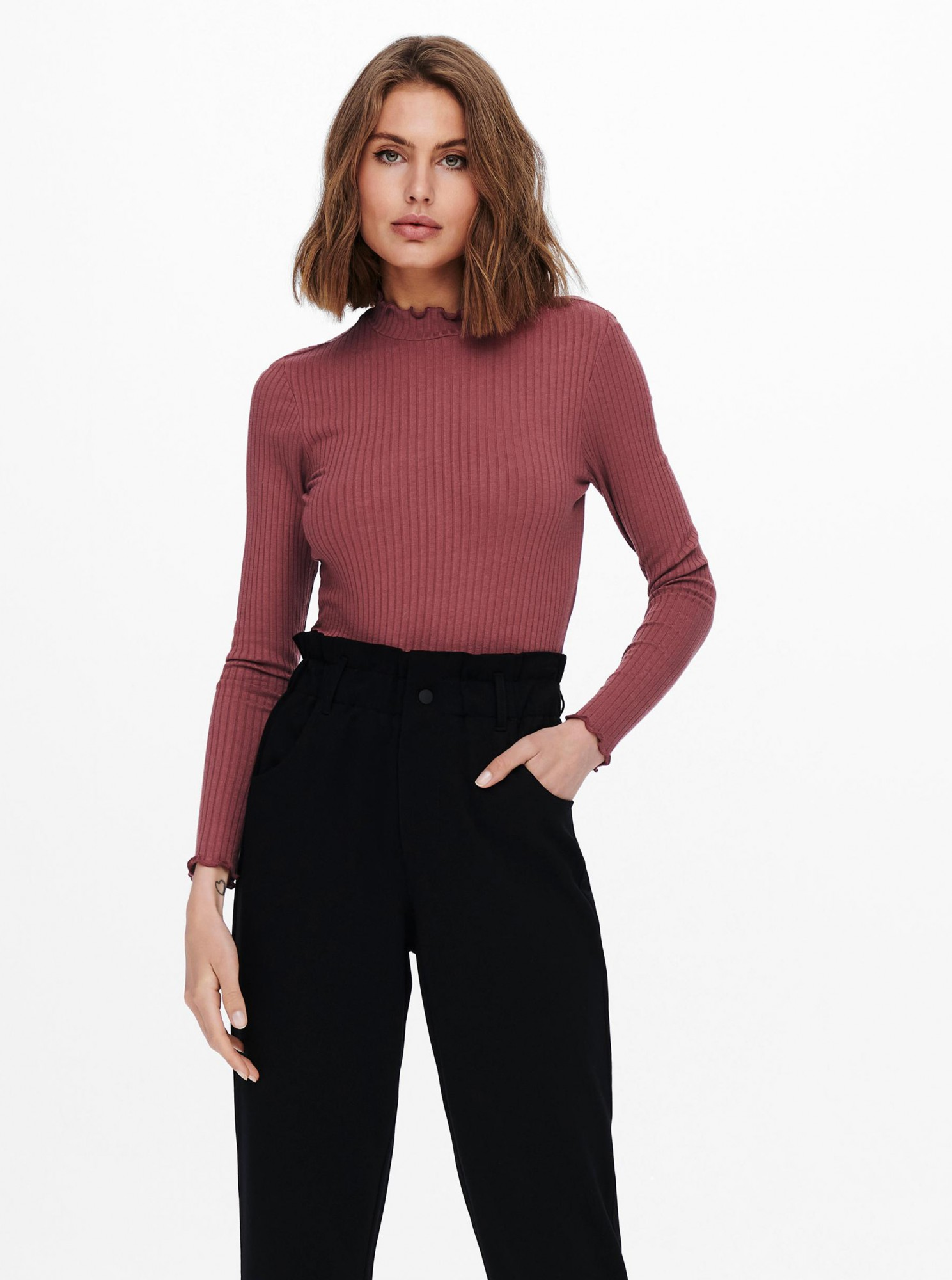 Jacqueline de Yong różowy koszulka Fransiska z golfem