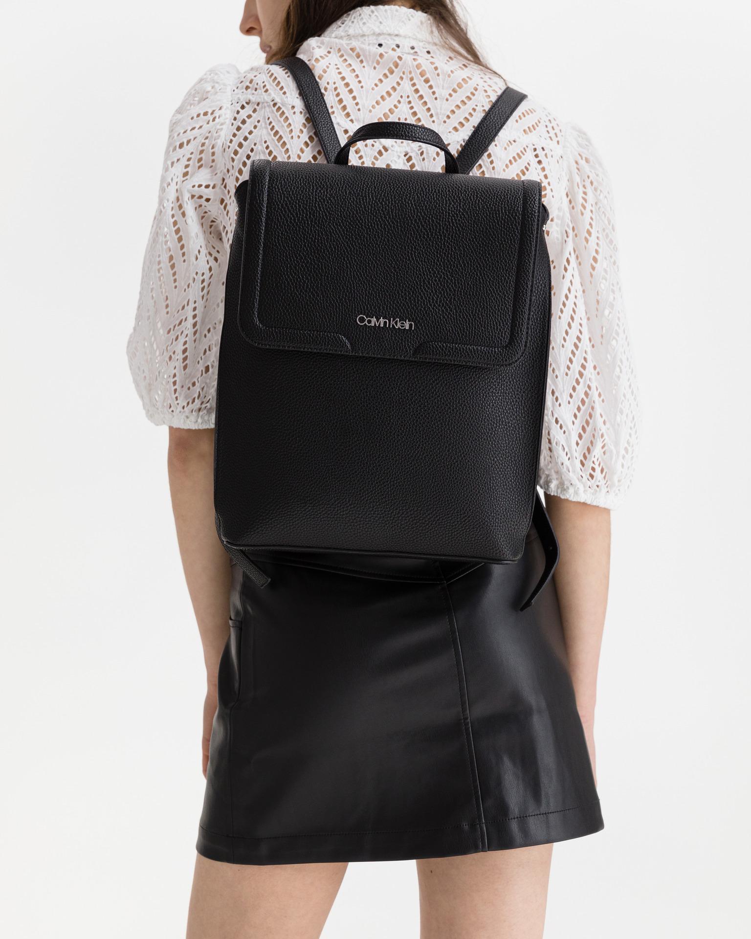 Calvin Klein czarny plecak Flap