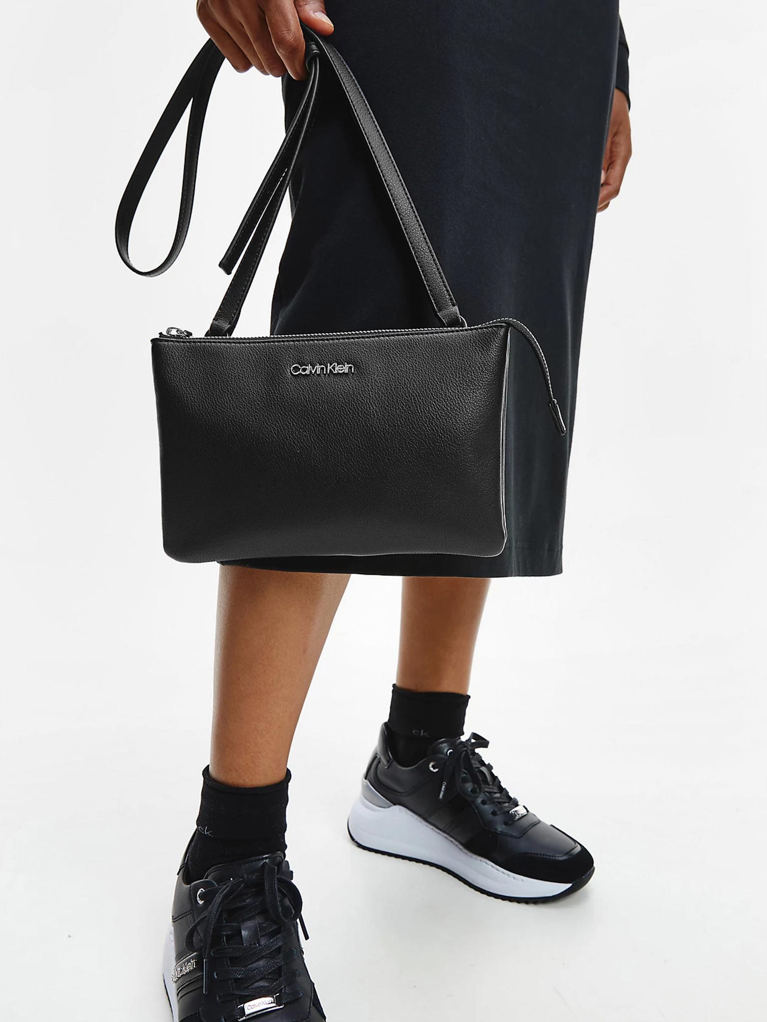 Calvin Klein czarny crossbody torba Must