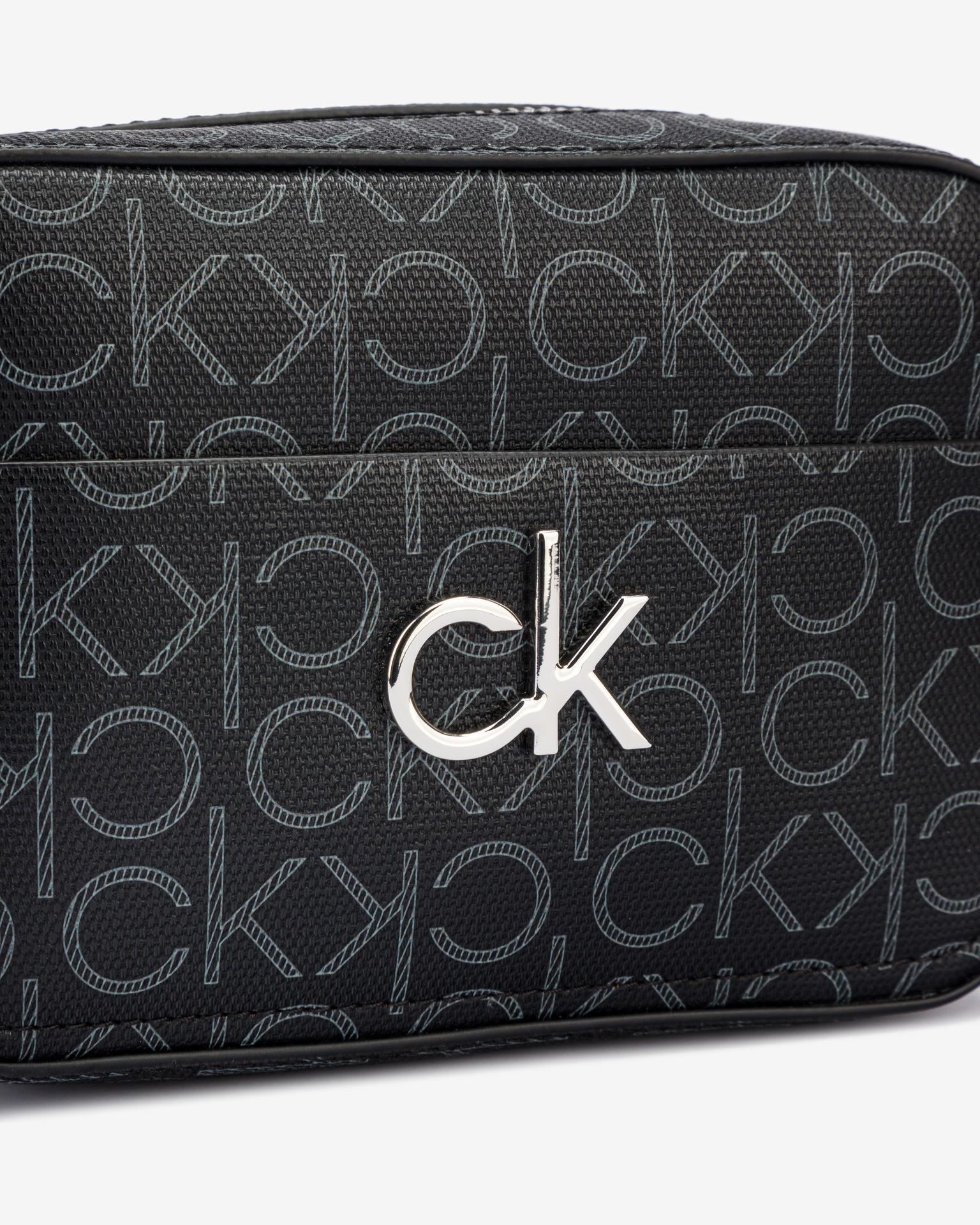 Calvin Klein czarny crossbody torba Camera Monogram