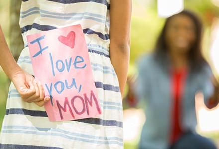 Dzień Matki niebawem. Jakim prezentem sprawisz radość tej swojej?